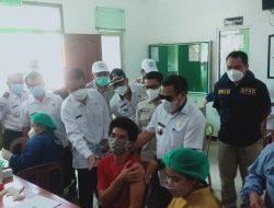 GAPKI Cabang Kalbar Gelar Vaksinasi Covid-19 Di Desa Tapang Pulau Kecamatan Belitang Hilir